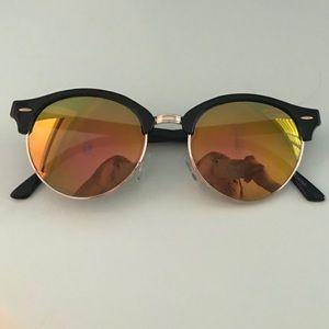 Accessories - Women's Round Eye Sunglasses